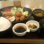 32328449 - カキフライ・鶏唐揚げ御膳(880円)(税込み)
