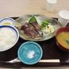 龍神丸 - 料理写真:ベルがなったらお店に商品をとりに行きます、注文した藁焼きかつおのたたき定食830円の出来上がりです。