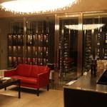レストラン サンパウ - 門を開けると巨大なワインセラーが、