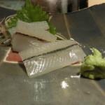 第三春美鮨 - 細魚とかんぬきの食べくらべ、さすがの私もこれははじめて