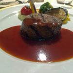 帝国ホテル - 牛フィレ肉のステーキ 温野菜添え(グリエ、赤ワインソース)