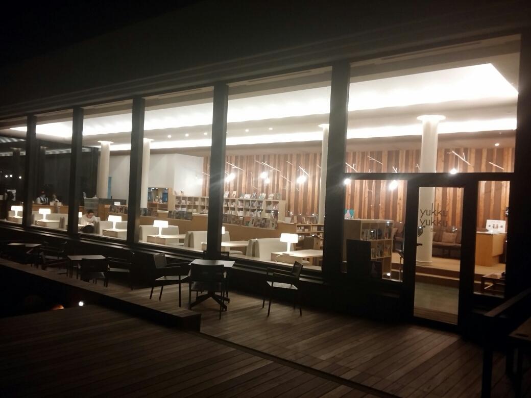 ホシノリゾート リゾナーレトマム ブックスアンドカフェ