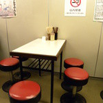 すずめ - テーブル席