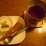 32439100 - ミニデザート&ドリンクセットの有機栽培三年番茶とデザート♪