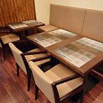 Kaiseki なかむら - ゆったりとしたテーブル席