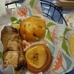 32444514 - カボチャアンパンマン、いちじくと胡桃のパン、林檎のデニッシユ