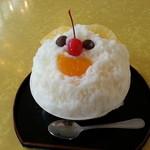 丸三(まるみつ)冷し物店 - 白くまミニ(350円)です。