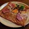 ル・ブルターニュ - 料理写真:【11月のガレット】脂身も甘いマグレカナールのスモークにキノコのポワレとタマゴを添えて