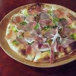 ビリケン食堂 - 生ハムとルッコラのピッツァ 1,650円