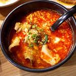 32501235 - と文字スープ(¥410)。ホルモンがたっぷり入り、旨味濃厚♪