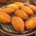 パンドール - 料理写真:自家製煮込みカレーパン