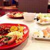 神戸クックワールドビュッフェ - 料理写真:バイキングなのでテーブル上に並べてみました!