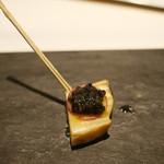 トムクリオーザ - 食事の最初は蒸しアワビにキャビア。
