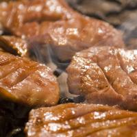 牛たん 荒  - 牛タンは炭火でしっかり焼き上げます