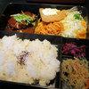 バンボッシュ - 料理写真:「日替り弁当 780円(?)」、11/13(木)は「ハンバーグとアジフライ」
