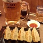 幸せになる居酒屋 まる - 580円セットの一部(餃子)+生ビール大