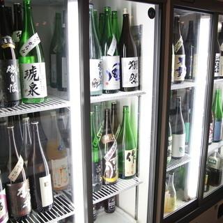 厳選の日本酒が常時60種類以上!!すべて500円!