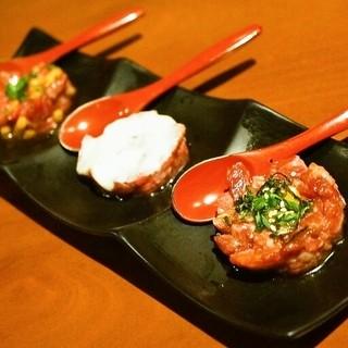生粋 - 料理写真:ユッケ盛合せ(ぶつ切ユッケ、ホワイトユッケ、納豆ユッケ)