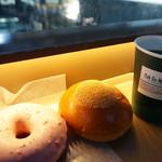 カフェ デュ モンド - ストロベリーリング129円と洛中小倉あんぱん250円とHコーヒー(レギュラーサイズ390円)
