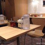 カレーショップ C&C - テーブル席もあります 2014.11