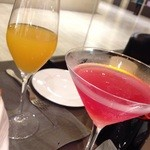 32636136 - マンゴーベリーニと柚子コスモポリタン