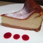 ガラタ - 自家製デザート(ベイクドチーズケーキ)
