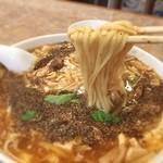 蓬莱閣 - 麺は平打ちストレートで、柔らかい。