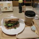 32655501 - ブレンドコーヒー・Sサイズ300円&ハンバーグサンド(柚子からしハンバーグと十五穀パンのサンド)420円。
