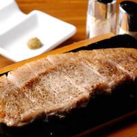 東京豚バザールに来たならコレ!【るいび豚ロース溶岩石焼】