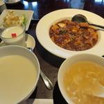32674198 - マーボー、エビマヨ、おかゆ、スープの定食