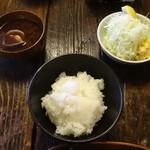 水塩土菜 - ライス、赤出汁、サラダ