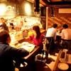 下町バル - 内観写真:1階のカウンター・テーブルはお一人でもお気軽にお立ちよりいただけるようになっています。