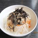 サンゴショウ - 採れ立てヒジキがトッピングされた大根サラダ