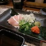 まる串 - 鶏の刺身680円