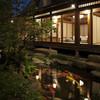 そば会席 旧東海道 吉田家 - 内観写真:錦鯉が泳ぐ庭園付き離れ