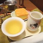 天福茗茶 - 梨山茶とパイナップルケーキ