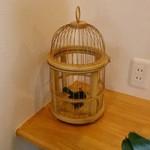 Cage - 店内には鳥かごの置き物がいくつか