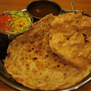 タージマハール - 料理写真:カレー(ムルギー)、ナン、サラダ、ダヒ(ヨーグルト)、アイスのセット