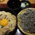 高田屋 - 炭火焼鶏の親子丼とごまそばのセット:880円