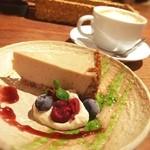 ムモクテキカフェ - 豆腐チーズケーキ ¥480 豆乳オレ ¥520