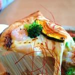 風のレストラン - 海老と炙りホタテの長芋アンチョビソースpizza