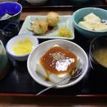 お食事処 もとだき - とうふ料理 四品 + ご飯、味噌汁、お新香