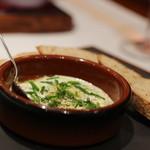 ルグドゥノム ブション リヨネ - デザートに非甘い系があるのはうれしい。これはリヨンのフレッシュチーズにチャイブとガーリックをトッピング。