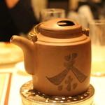 トゥーランドット - お茶のポットも雰囲気があります
