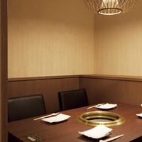 ご接待にもご利用頂きやすい掘り炬燵席、個室席をご用意