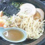 国見サービスエリア(上り線)スナックコーナー - 喜多方ラーメン 麺&汁アップ (フラッシュ有)