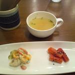 32933781 - パングラタンについてくる、スープと副菜2種