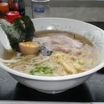 UFO物産館 - ダブル地鶏飛魚ラーメン 650円