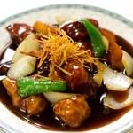 ゆるり 中華食堂 癒食同源 - 豚肉と根菜の黒酢酢豚 780円