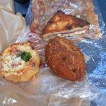 32963633 - カレーパン、パリパリピザ、カルボナーラ、カマンベールチーズ入り菓子パン